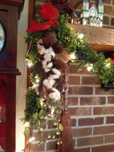 Cotton in my Christmas garland. Copyright 2016. Linda Martin Andersen